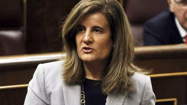 La ministra de Empleo y Seguridad Social, Fátima Báñez, en el Congreso de los Diputados.