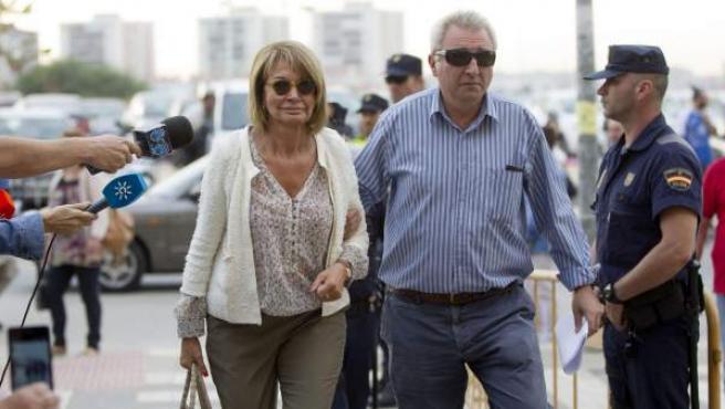 La exconcejal socialista Isabel García Marcos, a su llegada a la ciudad de la Justicia de Málaga.