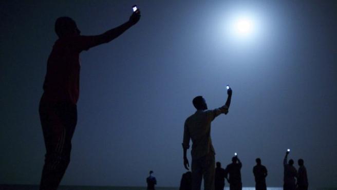 Fotografía titulada 'Señal', realizada por el estadounidense John Stanmayer, que ha ganado el World Press Photo.