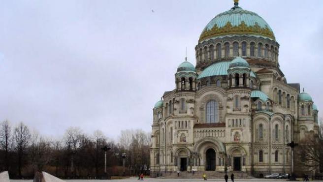 Catedral en la isla de Kronstadt, en Rusia.