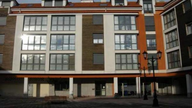 Un bloque de pisos de reciente construcción.