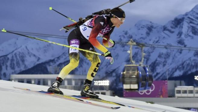 La alemana Evi Sachenbacher-Stehle compitiendo en los 15km individuales femeninos durante los Juegos Olímpicos de Invierno Sochi 2014.