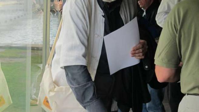 Xosé Manuel Beiras vota en la asamblea de ANOVA-Irmandade Nacionalista
