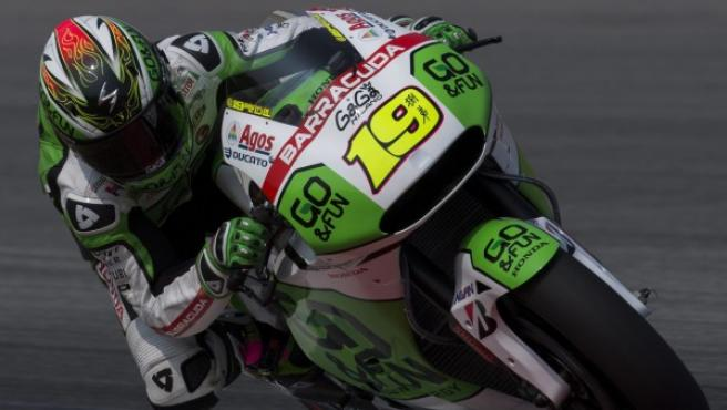 El piloto español de MotoGP Álvaro Bautista, de Go & Fun Honda Gresini, asiste a las pruebas de pretemporada en el Circuito Internacional de Sepang.