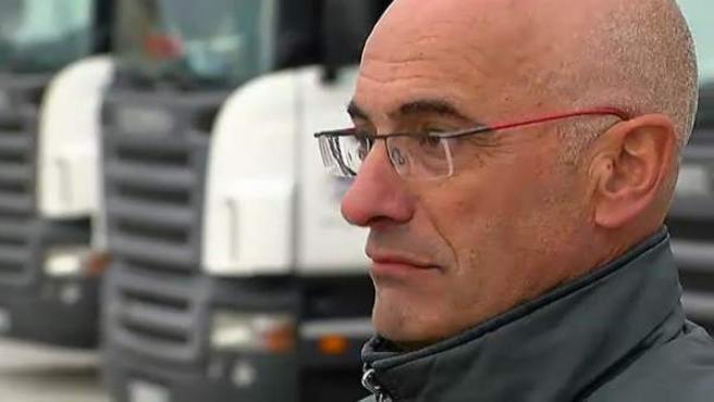 """Jordi Besora, gerente de la empresa de Tarragona Transportes J. Besora, está satisfecho con la resolución del Tribunal de Justicia de la Unión Europea (UE), que ha dictaminado que el céntimo sanitario """"es contrario"""" al derecho comunitario. Él denunció este impuestos sobre los carburantes al considerarlo ilegal pero no fue el único."""