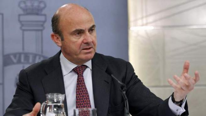 El ministro de Economía y Competitividad, Luis de Guindos, durante la rueda de prensa posterior a la reunión del Consejo de Ministros.