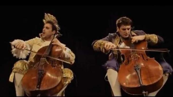 2Cellos, el dúo croata que está arrasando en Internet con su versión de Thunderstruck de AC/DC.