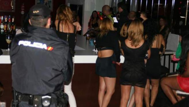 Imagen de archivo de una operación de la Policía Nacional contra la prostitución.