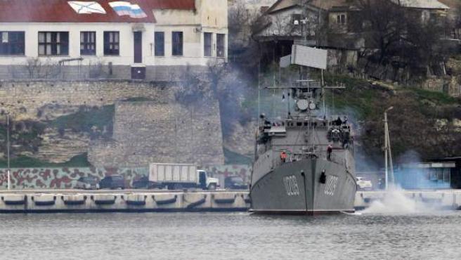 Un barco de guerra ucraniano en el puerto de Sebastopol.