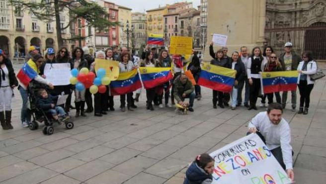"""Concetración """"por la paz"""" de la Comunidad de Venezolanos en La Rioja"""