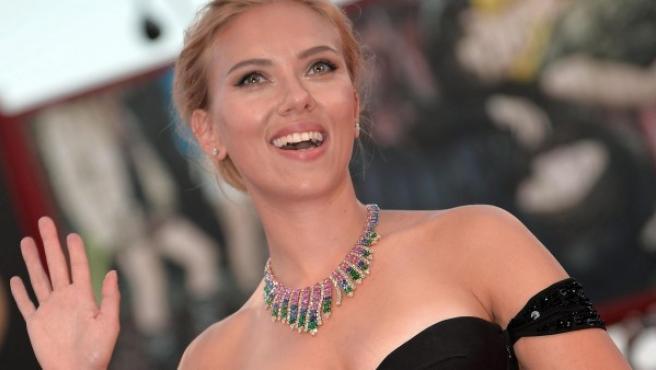 """La actriz estadounidense Scarlett Johansson llega al estreno de """"Under the Skin"""" (Bajo la piel), en el 70º Festival Internacional de Cine de Venecia."""