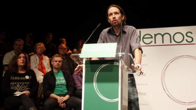 Fotografía facilitada por 'Podemos' del politólogo y profesor de la Universidad Complutense de Madrid, Pablo Iglesias, impulsor de este nuevo proyecto político, durante la presentación de esta iniciativa.