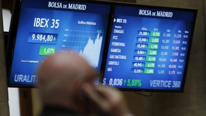 Vista del panel de la Bolsa de Madrid que refleja la evolución del principal indicador de la bolsa española, el Ibex-35.