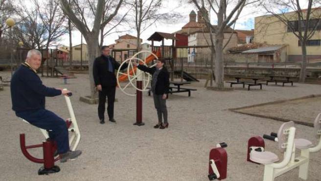 Los mayores pueden usar aparatos para hacer ejercicio