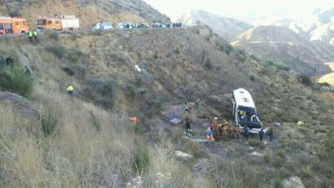 Fotografía del accidente de un autobús escolar entre Dos Aguas y Buñol