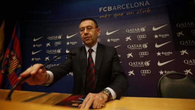 El nuevo presidente del FC Barcelona, Josep María Bartomeu, durante la rueda de prensa en la sede del club para explicar los pormenores del fichaje del jugador brasileño Neymar.