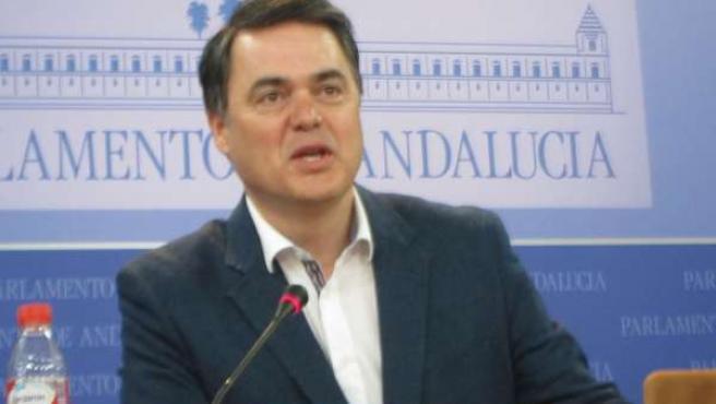 Carlos Rojas hoy en rueda de prensa en el Parlamento