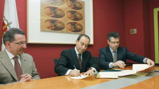 El consejero de Educación firma el convenio con TTI Norte
