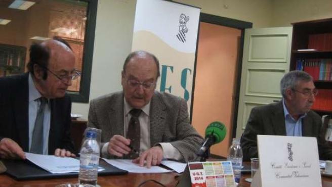 Rafael Cerdà junto a otros miembros del CES