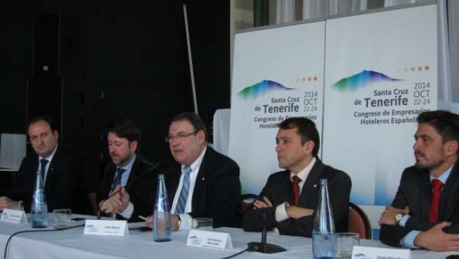 Molas (c), en la presentación del congreso