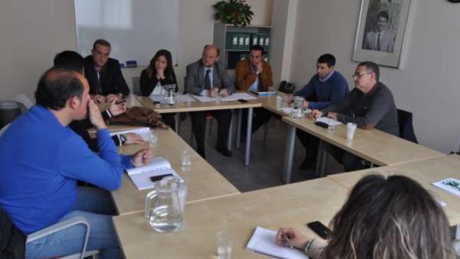 Encuentro entre dirigentes del PSOE y el comité de empresa de la Base de Morón
