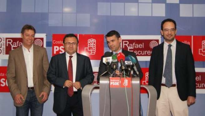 Miguel Ángel Heredia, José Bernal y Antonio Hernando, del PSOE, en Marbella