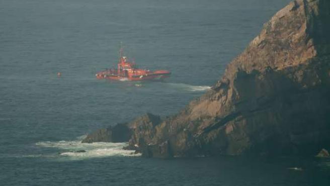 Buzo en el rescate del barco 'Santa Ana' en el Cabo Peñas