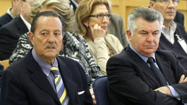 Juan Antonio Roca (d), junto a Julián Muñoz, durante una sesión del juicio por el caso Saqueo II.