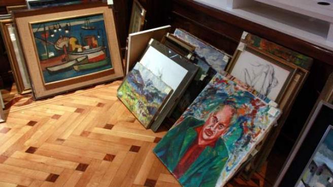 Algunos de los cuadros encontrados en los palacetes que el industrial Julio Muñoz Ramonet legó al Ayuntamiento de Barcelona.