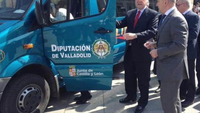 El consejero de Fomento (i), junto al presidente de la Diputación de Valladolid