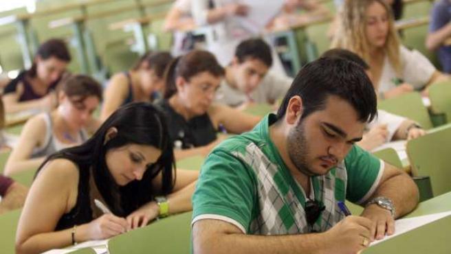 Alumnos en clase, en imagen de archivo.