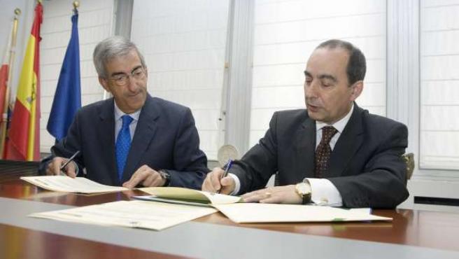 El consejero de Educación y el presidente de Siec firman un convenio de FP Dual