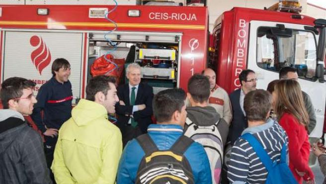 Visita de alumnos del IER Rey Don García al parque de Bomberos