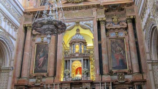 Altar mayor de la Catedral de Córdoba, inscrita en la antigua mezquita