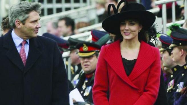 Kate Middleton con sus padres, Michael y Carole, en la Academia Militar Sandhurst para la graduación de Guillermo en diciembre de 2006.