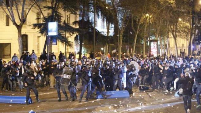 Enfrentamientos entre Policía y manifestantes en el centro de Madrid.