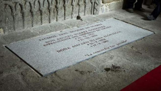Detalle de la tumba donde descansan los restos mortales del primer presidente de Gobierno de la democracia, Adolfo Suárez, junto a los de su esposa, Amparo Illana.
