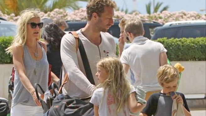Gwyneth Paltrow y Chris Martin con sus hijos Apple y Moses en Mallorca.