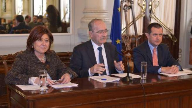 La concejala Ana Navarro, Francisco de la Torre y Enrique Nadales, del IMFE