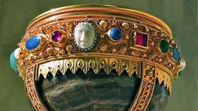 Imagen del cáliz de Doña Urraca, presuntamente el Santo Grial, custodiado en la basílica de San Isidoro de León.