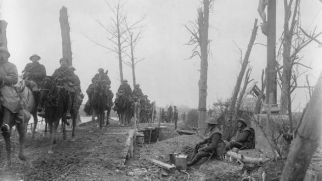 La caballería inglesa cruzando un puente sobre el Somme, cerca de Brie.