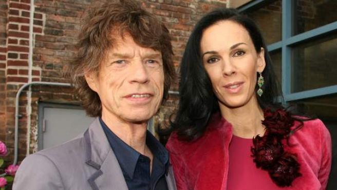 El cantante Mick Jagger y la diseñadora L'Wren Scott.