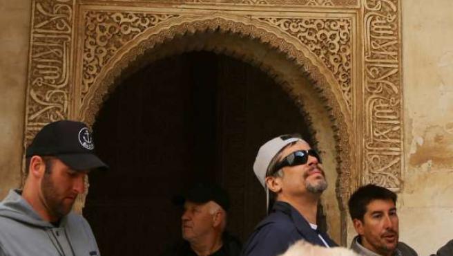 El actor Benicio del Toro visita la Alhambra. Foto: Fermín R.F.