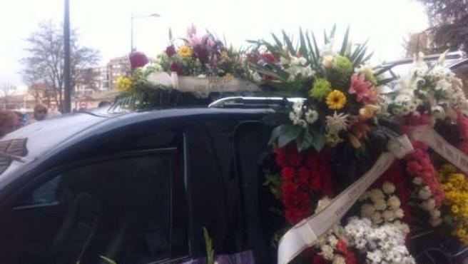 Coche fúnebre con los restos de María Henar G.L.