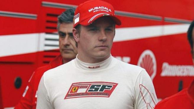 Kimi Raikkonen, con el mono de Ferrari.