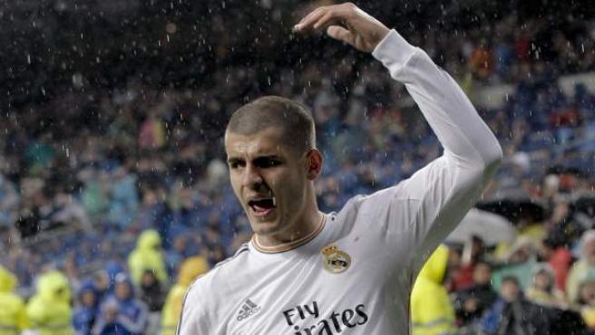 El delantero canterano del Real Madrid Álvaro Morata, con la cabeza rapada ante el Rayo Vallecano.