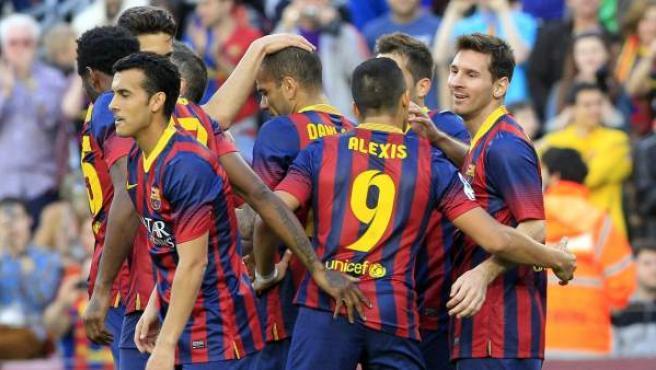 Los jugadores del Barcelona celebran uno de los goles ante el Osasuna.