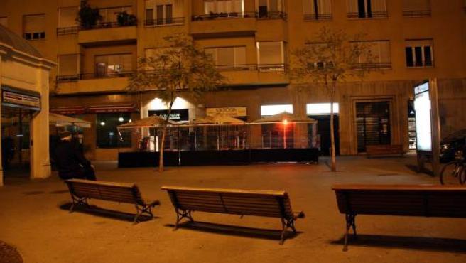 El lugar de la plaza Molina de Barcelona donde fue reducido Alfonso Bayard por siete mossos, que murió poco después.