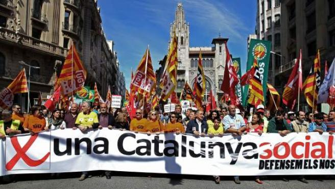 """Cabecera de la manifestación que bajo el lema """"Por una Catalunya Social"""", ha sido convocada en Barcelona contra las políticas de austeridad y los recortes, y en defensa de los derechos sociales y laborales."""