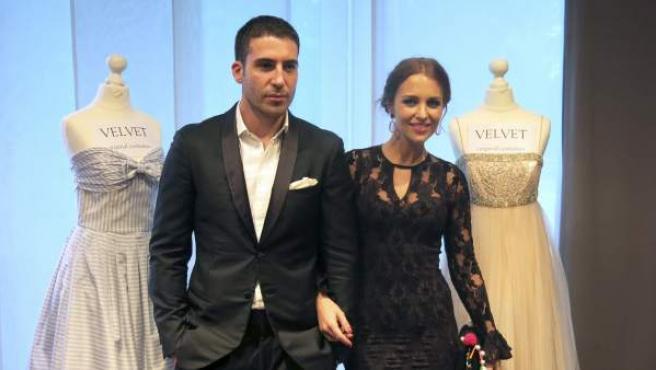 Los actores Miguel Ángel Silvestre y Paula Echevarría durante la presentación de la serie 'Velvet' en el MipTV de Cannes.